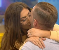 CBB Chloe tries to kiss Calum Best
